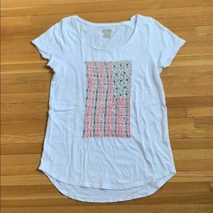 Cotton T-shirt with stitched in American flag.